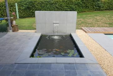 Piscine extérieure et plan d'eau à jehanster